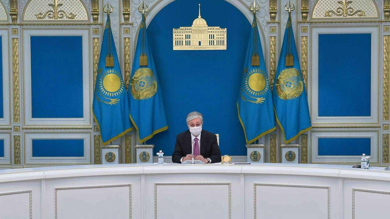Президент Казахстана призывает упорно и плодотворно трудится